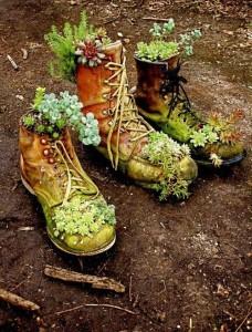 Tiestos reciclados - Botas y zapatos viejos