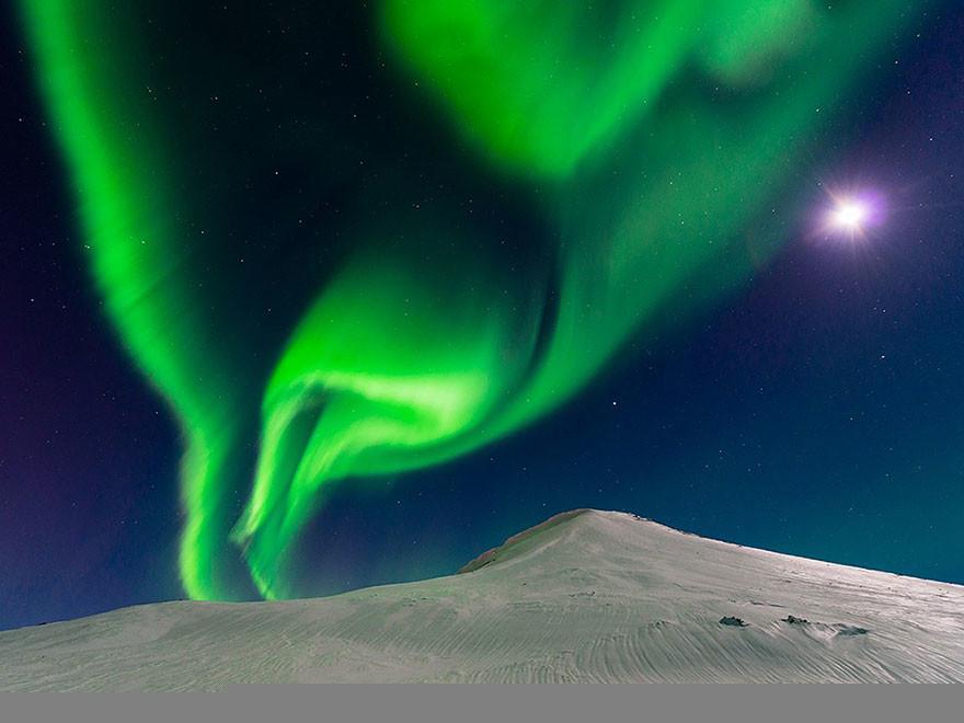 Bailando con la Luna, Islandia/Andrew George